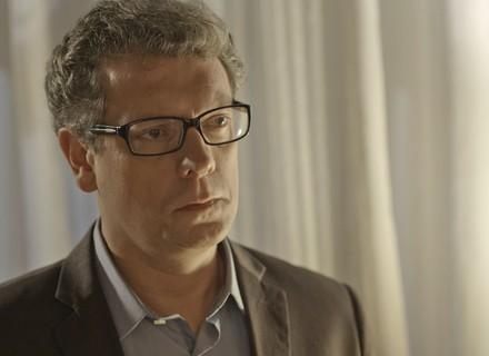 Miguel desconfia do envolvimento de Ana e Tito