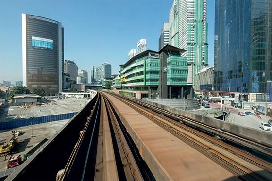 Construção de uma linha de trem na Kuala Lumpur, Malásia  (Foto: Paul Souders/Corbis)