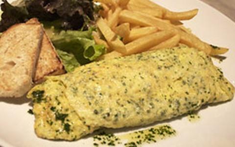 Omelete de queijo gruyère e ervas frescas