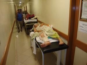 Pacientes internados no corredor do HE em Macapá (Foto: Divulgação/CRM-AP)