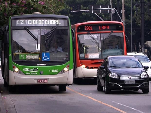 Velocidade de ônibus sobe em faixas exclusivas, mas cai nos corredores em São Paulo (Foto: Reprodução TV Globo)