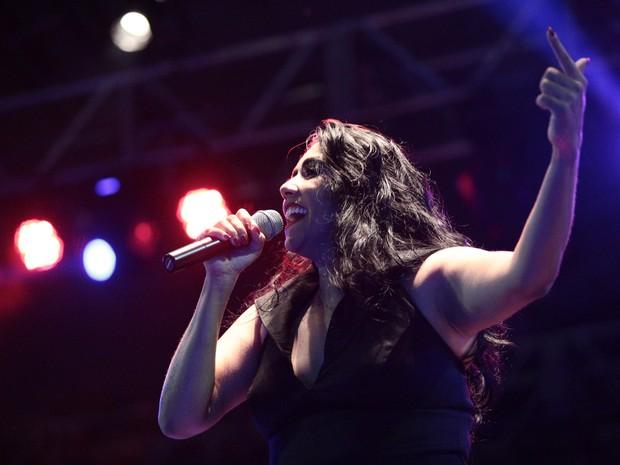 Irina Costa foi a terceira atração a subir ao palco do Festival Maceió Verão (Foto: Jonathan Lins/G1)