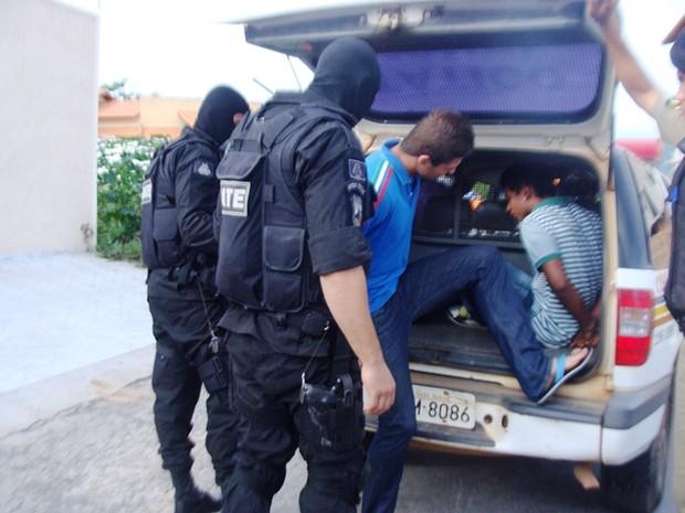 44 mandados de prisão foram expedidos pela justiça (Foto: Michelly Oda / G1)