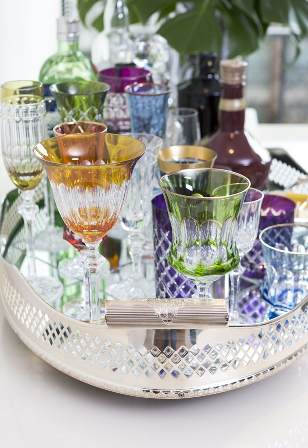 Bandeja-bar: um jeito prático de dispor o canto das bebidas em casa (Foto: Douglas Daniel)