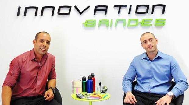 Os primos Erik e Rodrigo estão à frente da Innovation Brindes (Foto: Divulgação)