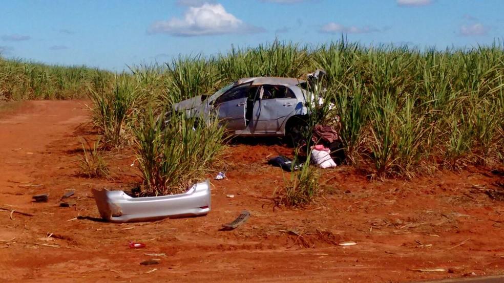 Acidente aconteceu em vicinal que liga Itaí a Itapeva (Foto: Divulgação/Corpo de Bombeiros)