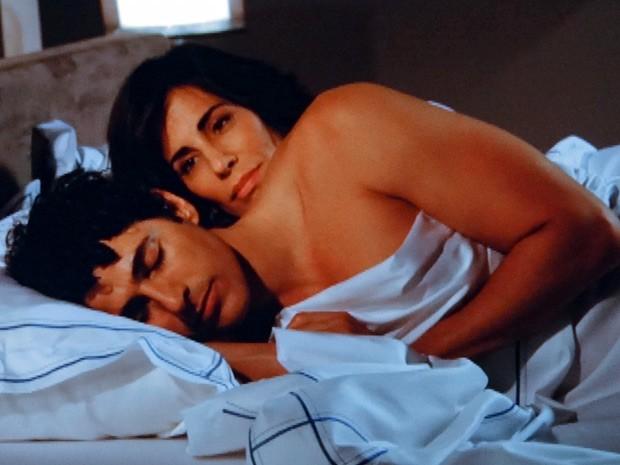 Finalmente! Roberta e Nando passam a noite juntos (Foto: Guerra dos Sexos / TV Globo)