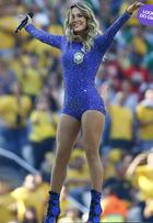 Look do dia: Claudia Leitte rouba a cena com maiô na abertura da Copa