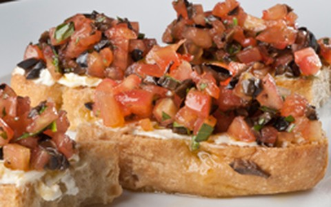Bruschetta de tomate com cream cheese: anote a receita