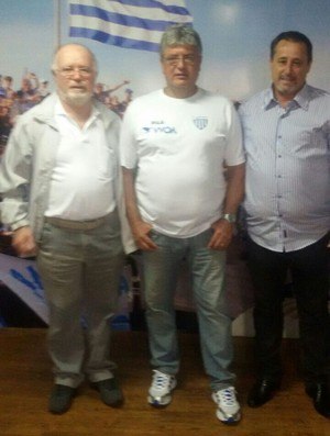 Carlos Espinoza presidente do Osvlado Cruz e diretoria do Avaí (Foto: Osvaldo Cruz / Divulgação)