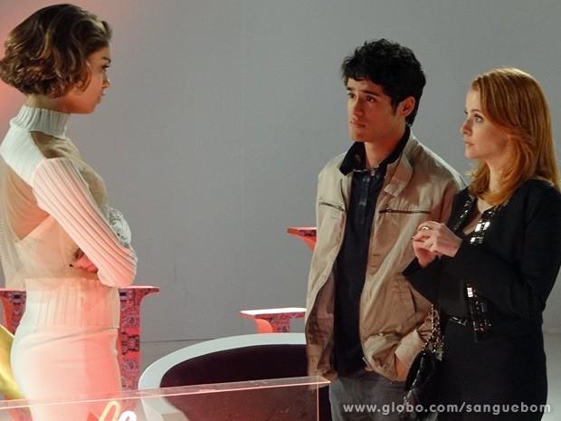 Amora recebe a notícia de que está fora do programa (Foto: Sangue Bom / TV Globo)