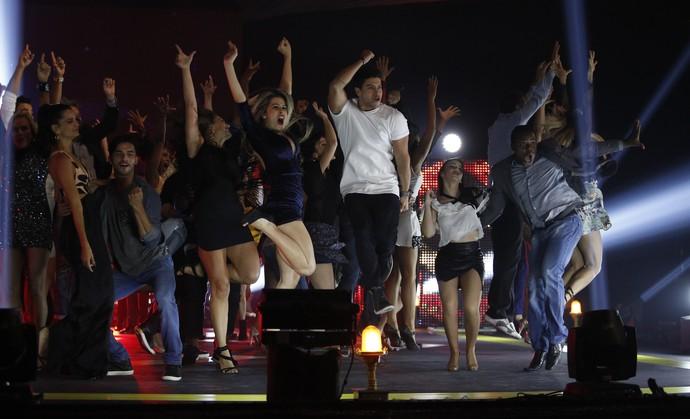 Os famosos pulam com muita energia e empolgação! (Foto: Raphael Dias / Gshow)