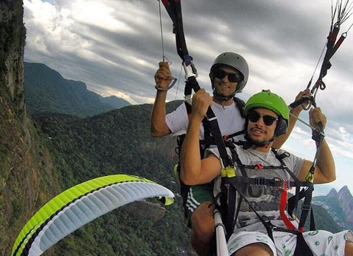 Sérgio salta de parapente, sua nova paixão (Foto: Arquivo Pessoal)
