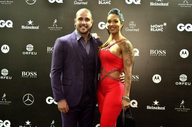 Diogo Nogueira com a esposa  (Foto: Roberto Teixeira / Ego)