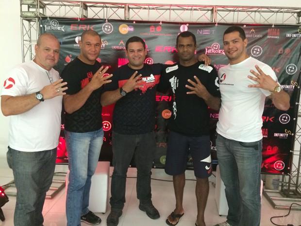 Marcos Arnaud (esquerda) e representantes de academias de artes marciais do Rio Grande do NOrte (Foto: João Victor Wanderley/G1)