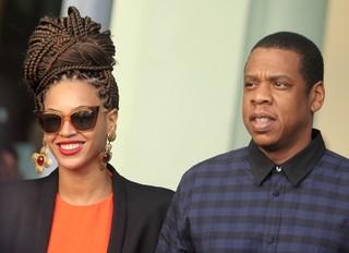 Beyoncé aparece de visual novo ao lado do marido, Jay-Z, em Havana, em Cuba (Foto: Enrique De La Osa/ Reuters)