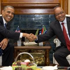 O presidente dos Estados Unidos, Barack Obama, em reunião com o presidente da África do Sul, Jacob Zuma, neste sábado na capital Johanesburgo (Foto: AP Photo/Evan Vucc)