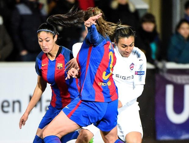 Marta em lance diante do Barcelona