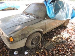 Dono do Gol foi visto pegando um táxi para São José dos Campos depois de abandonar o carro (Foto: Carolina Paes/G1)