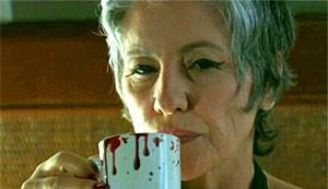 Cassia Kis Magro foi até Londres para comprar a caneca de sangue de Melissa (Amor Eterno Amor/TV Globo)