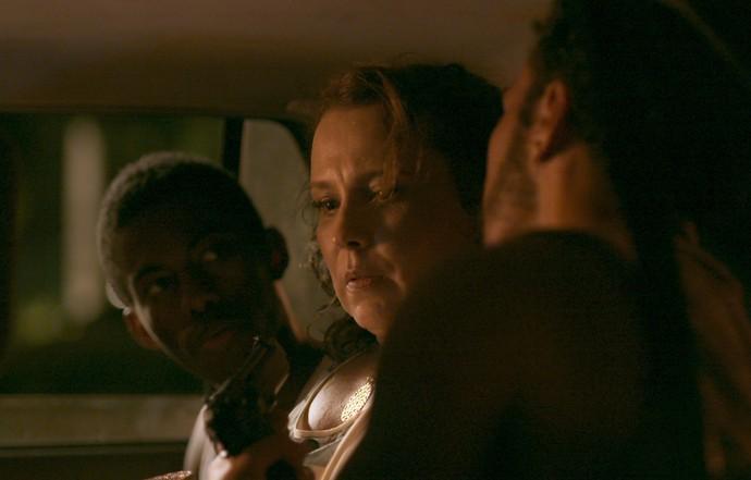 Néia é capturada por bandidos após ser liberada por Ramon (Foto: TV Globo)