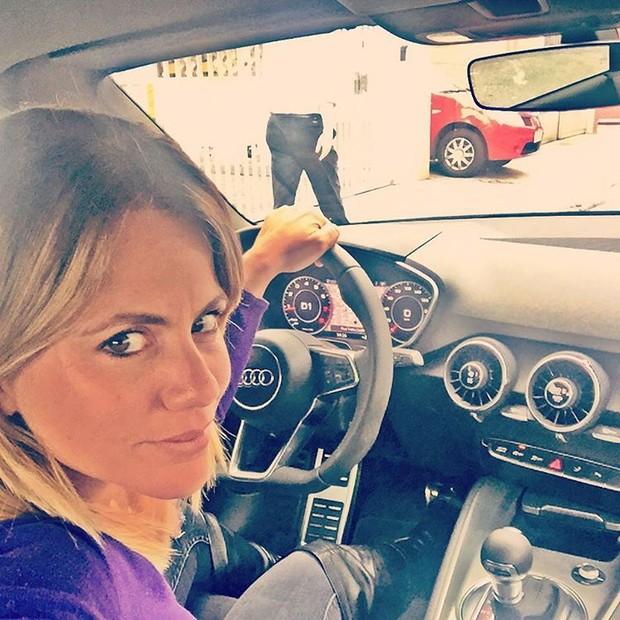 Marina Mantega em carro de luxo em foto postada em rede social (Foto: Reprodução/Instagram)