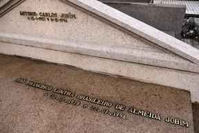 Túmulos de famosos no cemitério São João Batista  (Foto: Roberto Teixeira / EGO)