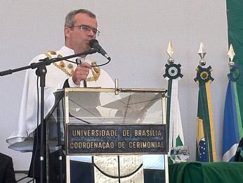 Reitor eleito da UnB, Ivan Marques de Toledo Camargo, discursa durante sua posse na manhã desta quarta (21) (Foto: Lucas Nanini/G1)