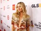 Kate Hudson arrasa com look decotado em prêmio nos EUA