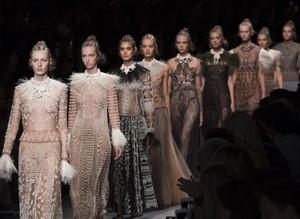 Confira a programação da temporada de inverno 2017 das Semanas de Moda Internacionais