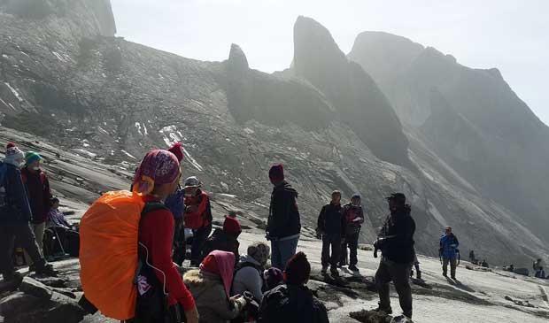 Escaladores não podem descer porque há risco de novas avalanches na região (Foto: Reprodução / Facebook / Charlene Dmp)