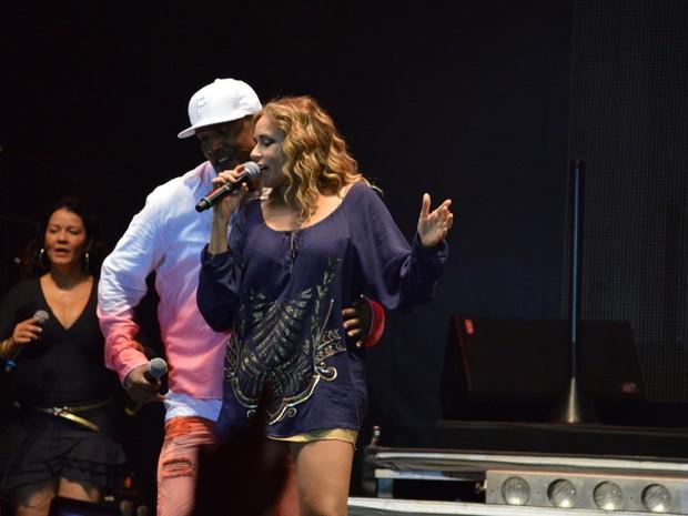 Márcio Victor e Daniela Mercury em show em Salvador, na Bahia (Foto: Felipe Souto Maior/ Ag. News)