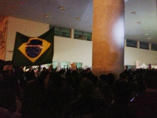 Manifestação (Foto: Thais Kaniak / G1)