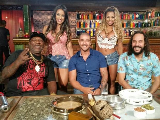 Mr. Catra com Gabriel, O Pensador, Diogo Nogueira e as dançarinas Karine e Thaís (Foto: Divulgação)