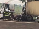 Caminhão pega fogo e provoca lentidão na Dutra em São José, SP