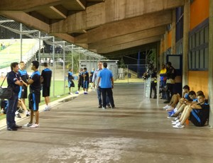 Desolação marcou pós-jogo na saída do vestiário do Grêmio (Foto: Hector Werlang/Globoesporte.com)