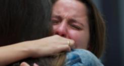 Luciana abraça e consola Nanda em hospital em 'Malhação' (TV Globo)
