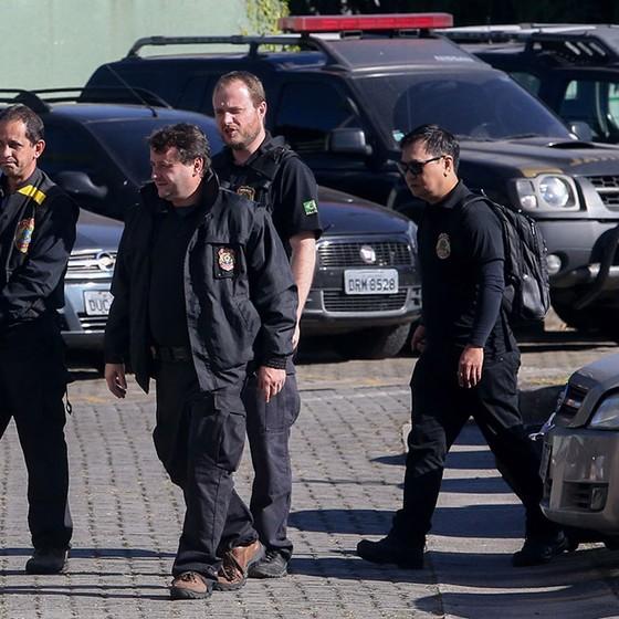 Polícia Federal cumpre 32ª fase da Operação Lava Jato (Foto: Pedro Kirilos / Agencia O Globo)