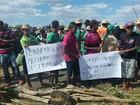 Índios protestam em frente a prefeitura e cobram melhoria em estradas de PE