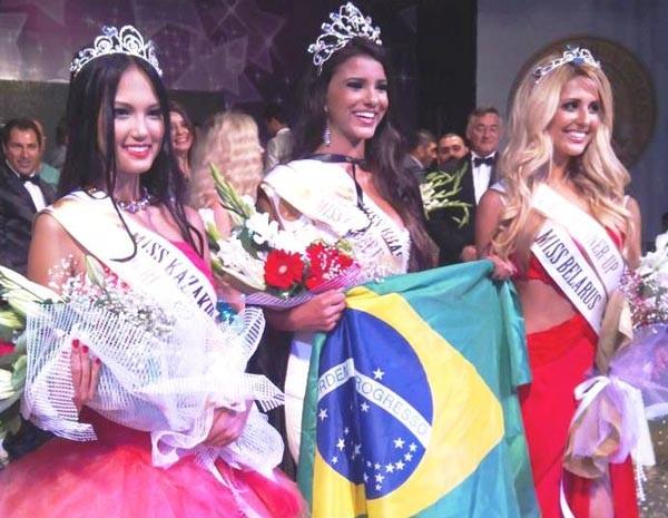 Miss Globe International 2012 - Jakeline Oliveira e 2º lugar Miss Bielorússia e 3º lugar - Miss Cazaquistão. (Foto: Eventos de Beleza/ Divulgação)
