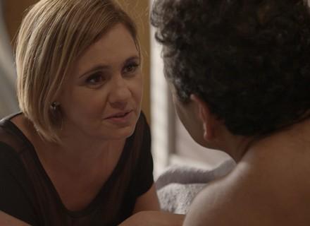 Inês tem crise de ciúme com Aderbal: 'Não tá me traindo, tá?'