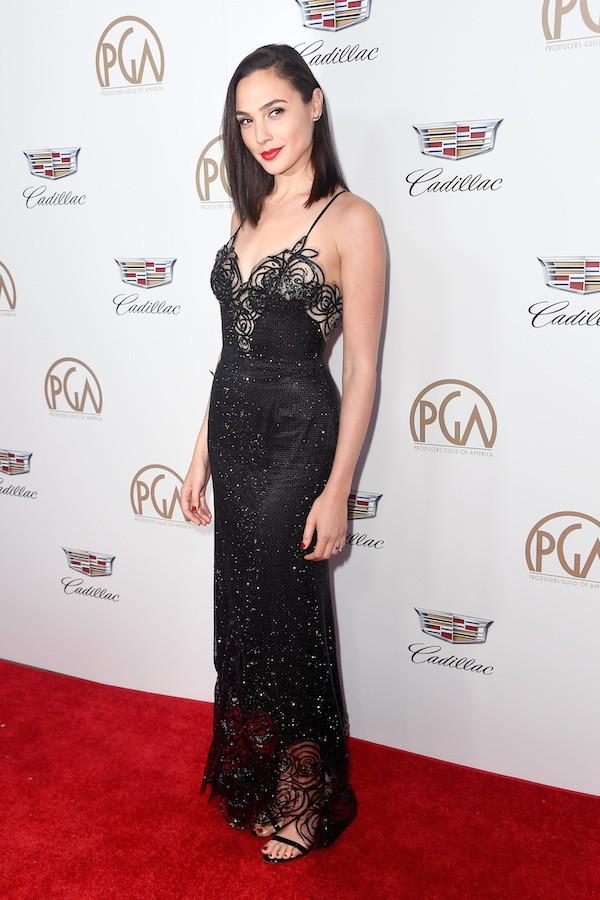 A atriz Gal Gadot, intérprete da Mulher-Maravilha, no red carpet da premiação do Sindicato dos Produtores (Foto: Getty Images)