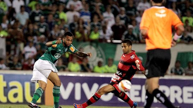 Wesley do Palmeiras na partida contra o Oeste (Foto: Célio Messias / Ag. estado)