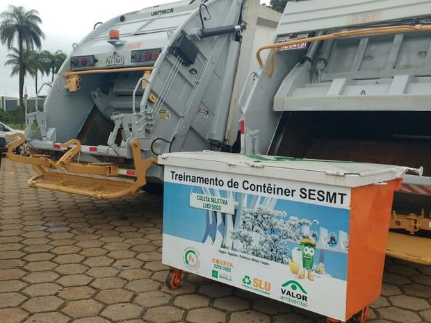 Caminhões de coleta de lixo (Foto: Elielton Lopes/G1)