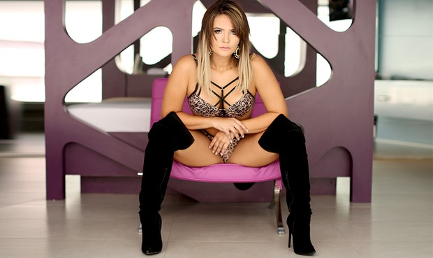 Geisy Arruda posa sensual: 'Assédio aumentou depois da cirurgia íntima'.