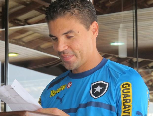 Bolivar, jogador do Botafogo (Foto: Thales Soares)