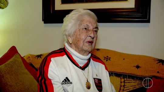 Vovó que nasceu no ano de fundação do time do Fla mantém fanatismo aos 105 e sonha com mais um Carioca