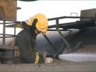 Carretas pegam fogo dentro de empresa em Vila Velha, ES