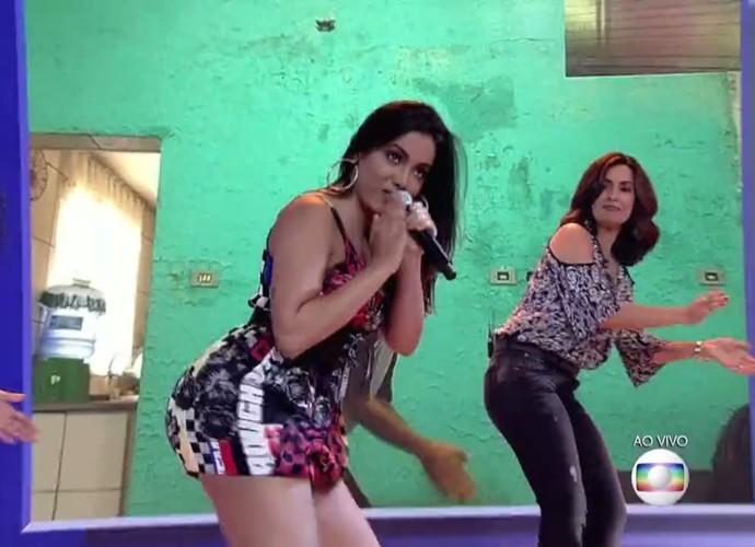 Fátima dança Bang com Anitta (Foto: TV Globo)