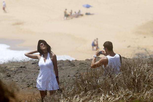 Debora Nascimento e José Loretto curtem praia em Fernando de Noronha  (Foto: Felipe Assumpção/ Ag. News)